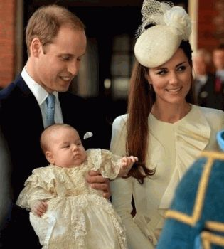 принц Георг крестины,фото принц Георг крестины,принц Георг крещение,принц Георг крещение фото,Кейт Миддлтон крестины фото,Кейт Миддлтон и принц Уильям,британская королевская семья