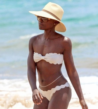 Люпита Нионго,Лупита Нионго,фото,фигура,в бикини,в купальнике,на пляже