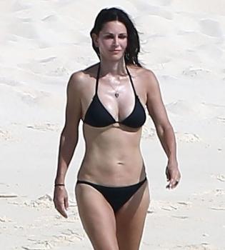 Кортни Кокс,в бикини,фигура,фото,в купальнике,на пляже