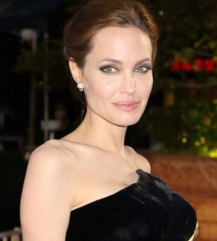 Анджелина Джоли,политика,интервью,филантроп