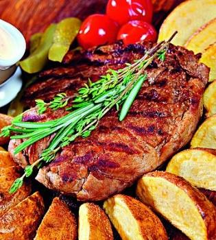 стейк,мясо,говядина,картофель,рецепт,соус,барбекю