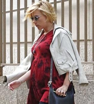 Скарлетт Йоханссон,фото,живот,беременна,беременность,стрижка,прическа,короткая стрижка
