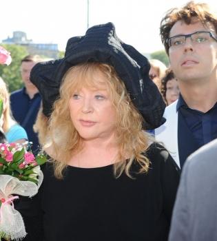 Алла Пугачева,фото,фигура,Новая волна,2014,черное платье,стиль,вокзал,Латвия