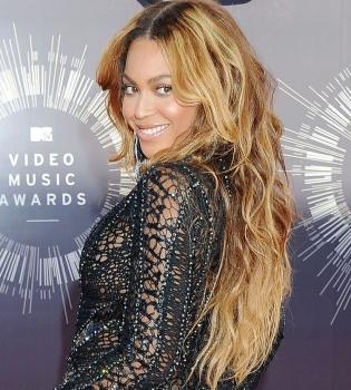 Бейонсе,фото,дочь,Блю Айви,семья,Джей-Зи,MTV Video Music Awards,2014,платье,выступление