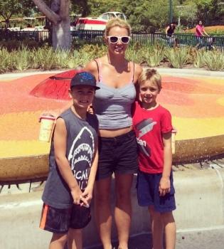 Бритни Спирс,семья,фото,сыновья,дети,сын,Instagram