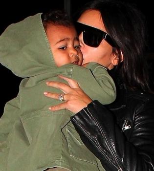 Ким Кардашьян,дочь,фото,поцелуй,Норт Уэст,папарацци,семья