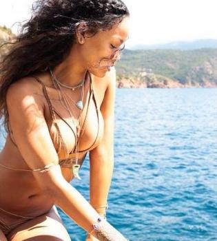 Рианна,фото,каникулы,лето,в бикини,фигура,отдых,Италия