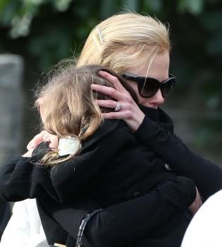 Николь Кидман,оте,смерть,похороны,фото,прощание,слезы,расплакалась,дети,семья