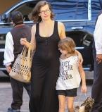 Милла Йовович,беременна,фото,живот,дочь,семья