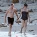 Милла Йовович,беременна,фото,животик,в купальнике,на пляже,муж,семья