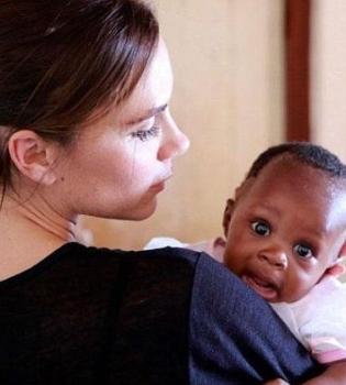 Виктория Бекхэм,Южная Африка,посол ООН,фото,поездка,борьба со СПИДом