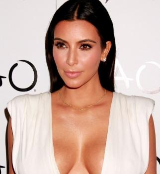 Ким Кардашьян,грудь,бюст,фото,декольте,платье,день рождения