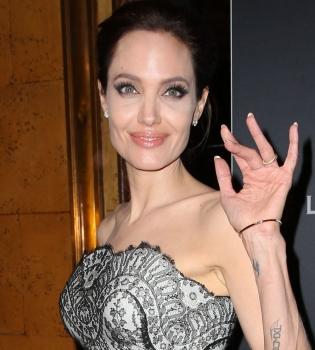 Анджелина Джоли,фото,платье,фигура,премьера,выход в свет,худоба