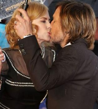 Николь Кидман,муж,Кит Урбан,фото,поцелуй,семья,премьера,красная дорожка