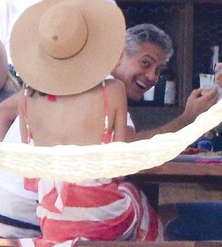 Джордж Клуни,Амаль Аламуддин,Амаль Клуни,фото,Рождество,беременность,беременна