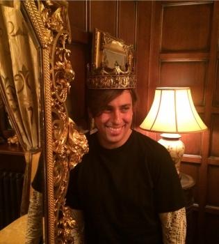 Филипп Киркоров,Максим Галкин,Алла Пугачева,замок Максима Галкина,фото,корона,Dolce %26 Gabbana