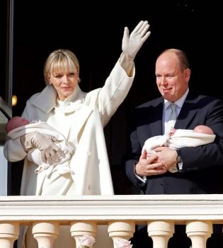 Альберт II,княгиня Шарлен,близнецы,дети,принц Монако,фото