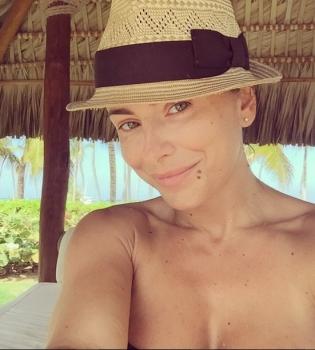 Ани Лорак,в купальнике,на пляже,фото,без макияжа