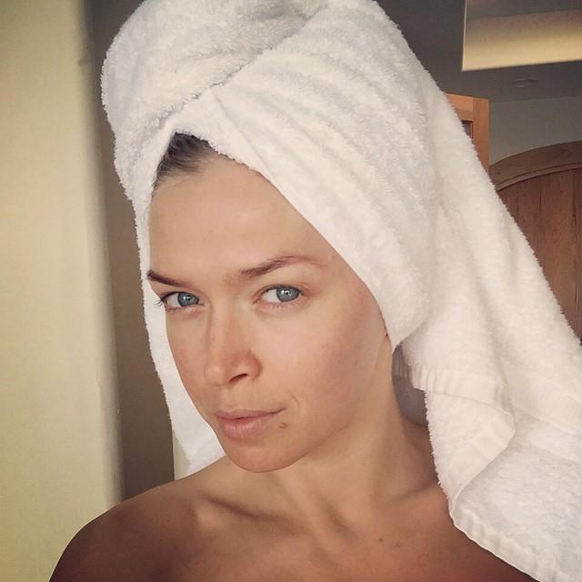 Вера Брежнева без фотошопа и макияжа - такая же красивая ...: http://viva.ua/lifestar/news/30464-vera-brejneva-bez-fotoshopa-takaya-je-krasivaya.html