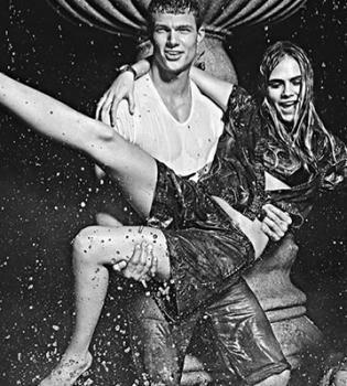 Кара Делевинь,искупалась в фонтане,рекламная кампания,Pepe Jeans,фото,видео