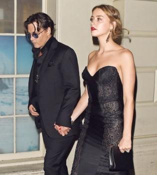 По информации источника, актер Джонни Депп и его возлюбленная Эмбер Херд узаконили свои отношения в Лос-Анджелесе.
