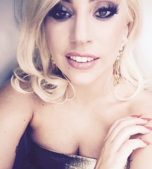 Леди Гага,Леди Гага обручальное кольцо,Оскар 2015,Леди Гага и Тейлор Кинни,Тейлор Кинни,Леди Гага и ее жених, Леди Гага Оскар