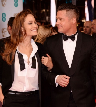 Анджелина Джоли,Брэд Питт,Анджелина Джоли и Брэд Питт,Анджелина Джоли и Брэд Питт фото,Анджелина Джоли и Брэд Питт поцелуй