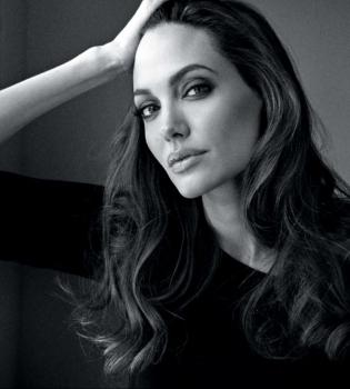 Анджелина Джоли,Анджелина Джоли рак,Брэд Питт,Анджелина Джоли и Брэд Питт,Анджелина Джоли рак,Анджелина Джоли удалила яичники,Анджелина Джоли операция,Анджелина Джоли дети