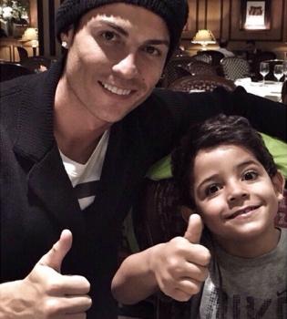 Криштиану Роналду,Криштиану Роналду фото,Криштиану Роналду сын,Криштиану Роналду сын фото,Криштиану Роналду с сыном
