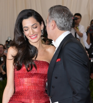Джордж Клуни, Амаль Аламуддин и Джордж Клуни, Амаль Аламуддин, Амаль Аламуддин фото, жена Джорджа Клуни, Met Gala 2015