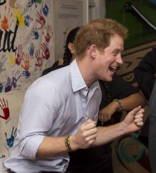 Принц Гарри,принц Гарри в Новой Зеландии,Принц Гарри фото,Принц Гарри веселится
