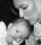 Милла Йовович,Милла Йовович дочь,Милла Йовович с дочерью,Милла Йовович дочь фото,Милла Йовович фото,Милла Йовович крестила дочь,Пол Андерсон