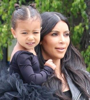 Ким Кардашьян,Ким Кардашьян фото,Ким Кардашьян с дочерью,Ким Кардашьян дочь,Норт Уэст,Норт Уэст фото