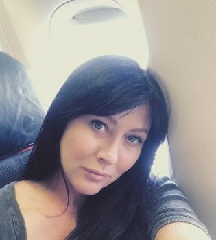 Шэннен Доэрти недавно узнала, что больна раком. На днях в Инстаграме актрисы появилась неоднозначная запись, которая насторожила поклонников.
