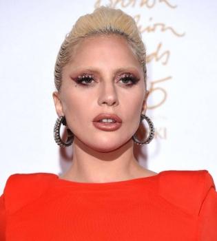 Леди Гага,Леди Гага фото,Леди Гага и Тэйлор Кинни