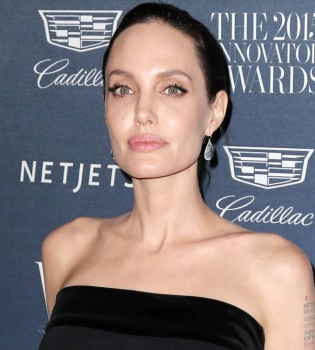 Анджелина Джоли,Анджелина Джоли фото,Анджелина Джоли татуировка
