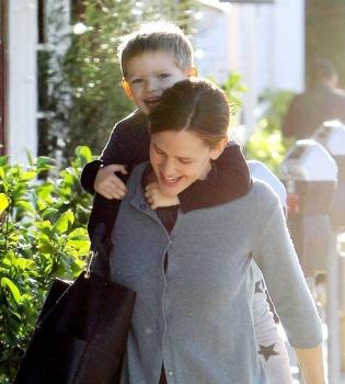 Дженнифер Гарнер,Дженнифер Гарнер фото,Дженнифер Гарнер сын,Дженнифер Гарнер с сыном