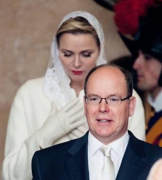 Князь Альбер,князь Альбер фото,княгиня Шарлен,княгиня Шарлен фото,Папа Римский