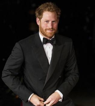 принц гарри, принц гарри на вечеринке, принц гарри фото, принц гарри ночная жизнь, принц гарри и кара делевинь, принц гарри и сиенна миллер, принц гарри на вечеринке фото
