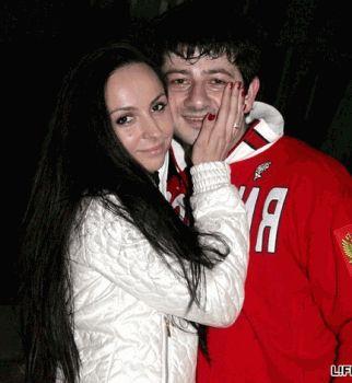 Михаил Галустян поделился романтичным фото с женой