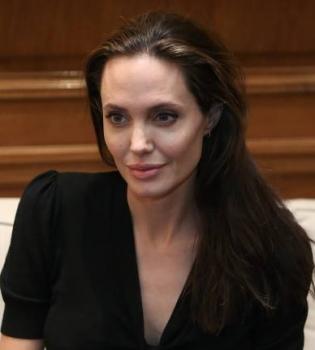 Анджелина Джоли,Анджелина Джоли фото,Анджелина Джоли в Греции