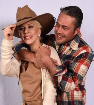 Леди Гага,Леди Гага фото,Леди Гага бойфренд,Леди Гага и Тэйлор Кинни,Тэйлор Кинни