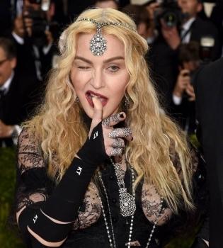 Мадонна,Мадонна фото,Мадонна фигура,Мадонна Met Gala 2016,Met Gala 2016