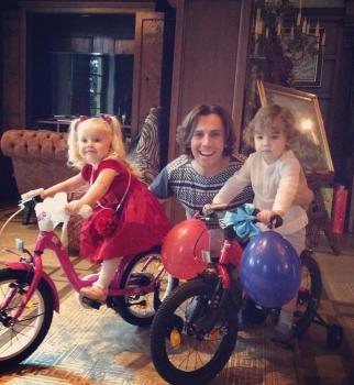 Когда папа на кухне: в сети появились трогательные фото Максима Галкина с сыном Гарри