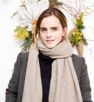 Тепло и стильно: Эмма Уотсон продемонстрировала великолепный зимний наряд