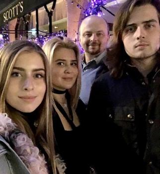 Happy New Year: София Ротару и ее красивая семья за праздничным столом