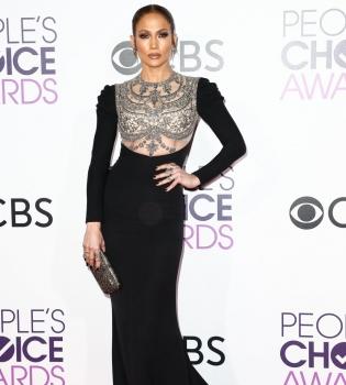дженнифер лопес, дженнифер лопес порваось платье,дженнифер лопес платье, дженнифер лопес People's Choice Awards.