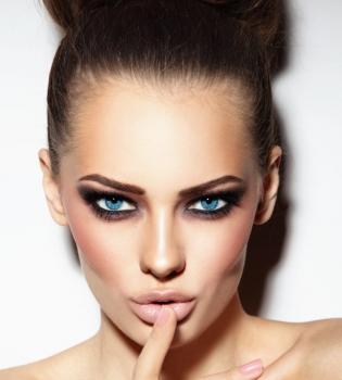 стрелки, подводка, красивые глаза, выразительный взгляд