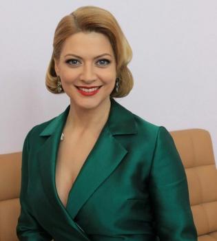 Смотреть Судья МастерШефа Татьяна Литвинова рассказала о рыбалке с китами и дельфинами видео