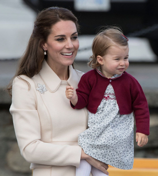 Кейт Миддлтон,Кейт Миддлтон фото,принцесса Шарлотта,принцесса Шарлотта фото